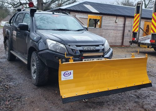 Isuzu 4WD PickUp and Snow Plough
